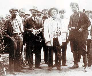 Вавилов (2 слева) и Мичурин (2 справа)