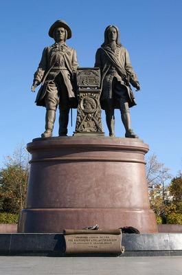 Екатеринбург памятник Татищеву и де Генину