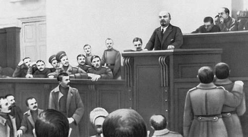 Ленин зачитывает Апрельские тезисы