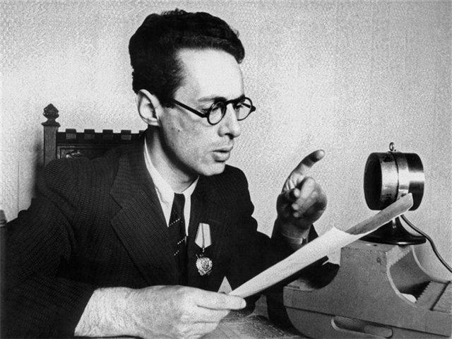 Юрий Левитан читает сводки Информ бюро