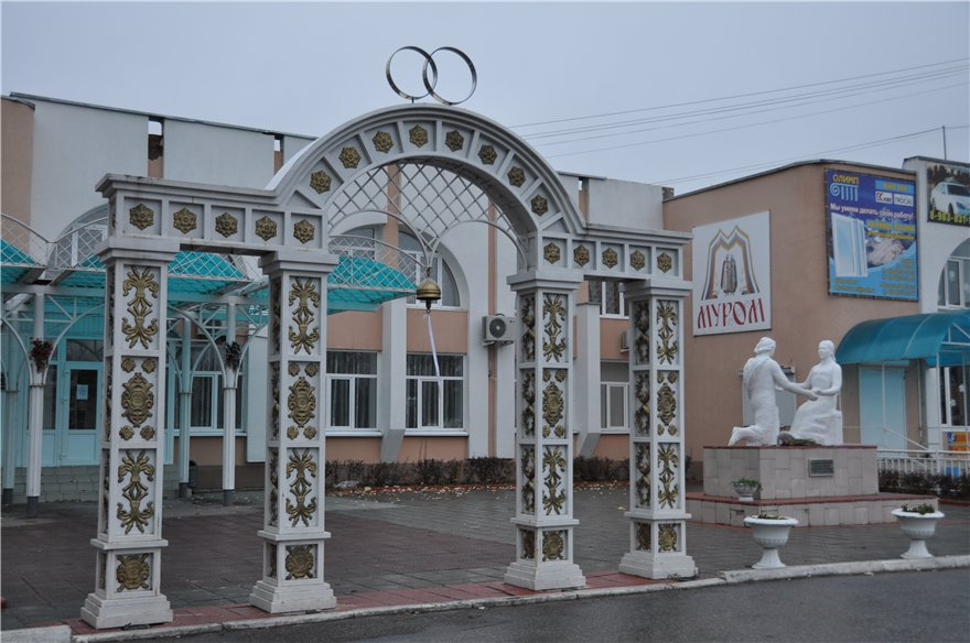 Памятник Союз любви - мудрый брак