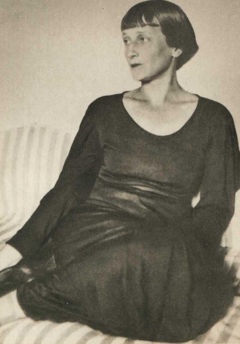 Фото Анны Ахматовой в усадьбе Шерейнских. Старки 1936 год