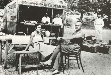 Фото Владимира Маяковского и Л. Ю. Брик на отдыхе в Ялте, 1926 год