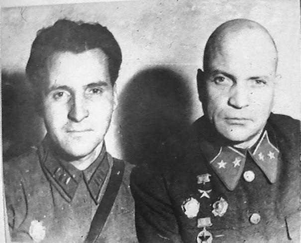 Фото Симонова Константина с А. Лизюковым 1942 год