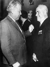 Фото Твардовского Александра с маршалом Победы Георгием Жуковым 1957 год