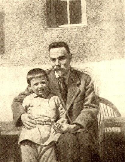 Фото Брюсова Валерия со своим воспитанником Колей Филипенко 1920-хгодов