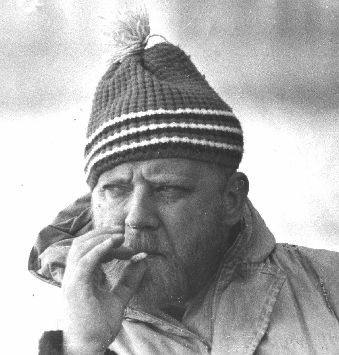 Фото Визбора Юрия в лыжной шапке