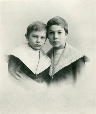 Фото Бориса Пастернака с братом Александром 1898 год