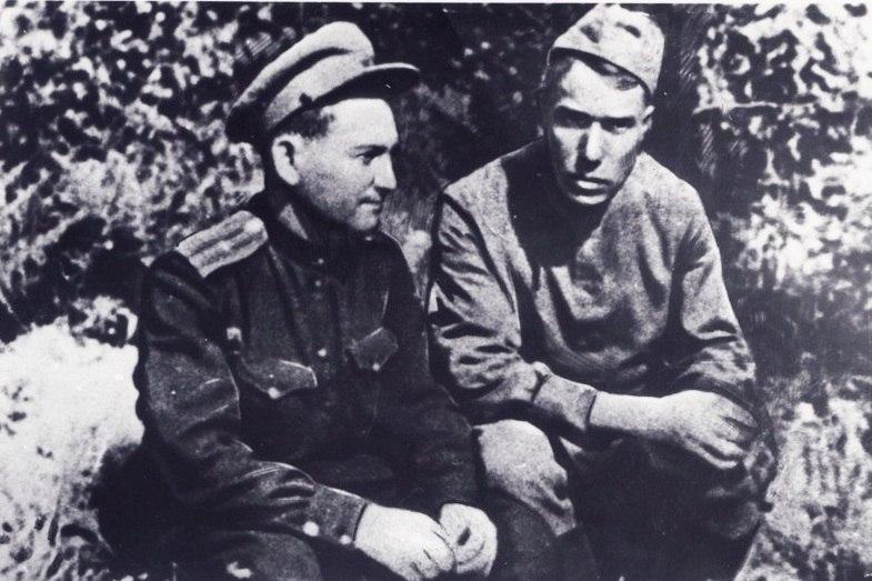 Фото Бориса Пастернака на фронте