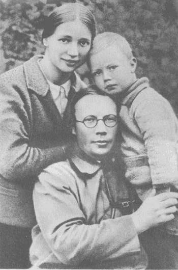 Фото Николая Заболоцкого с женой и сыном