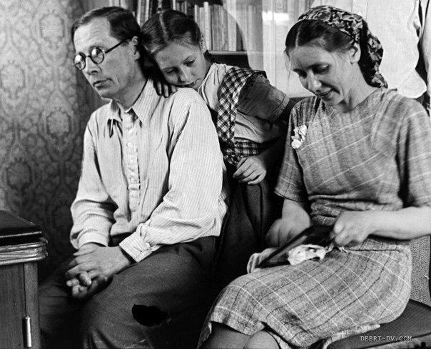 Фото Николая Заболоцкого с женой и дочерью