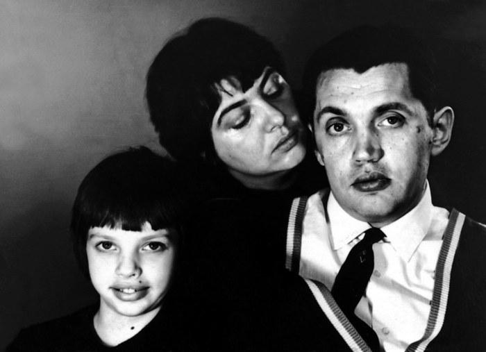 Фото Роберта Рождественского с семьей