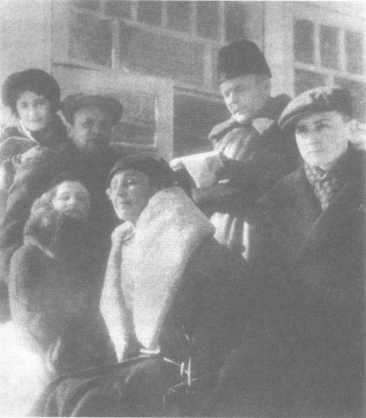 Фото Марины Цветаевой среди литераторов в Голицине Зима 1939-1940 годы