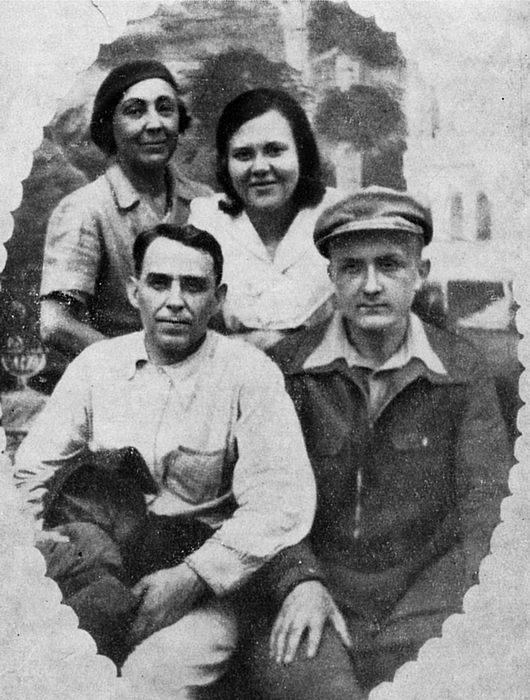 Фото Марины Цветаевой, Л.Б. Либединской, А.Е. Крученых, Георгия Эфрона Кусково Июнь 1941 год