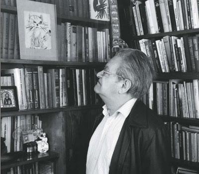 Фото Фазиля Искандера в библиотеке