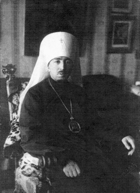 Фото Введенского Александра в квартире на Васильевском острове уже митрополит
