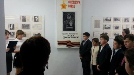 Карсунская средняя школа носит имя Героя Советского Союза Д.Н. Гусева