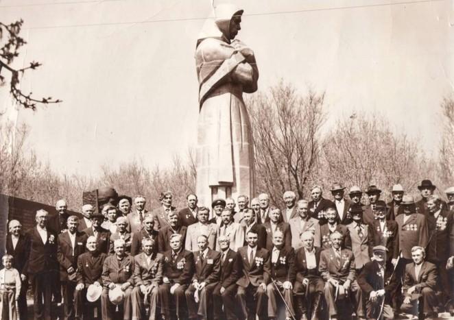 Памятник «Скорбящая Мать». Архитектор Акопяна. 1975г.