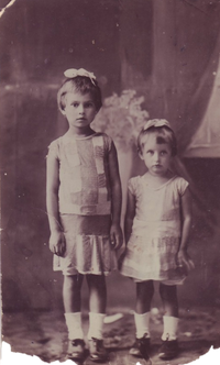 Май 1941 года. Моя мама Многолет Галина Акимовна и ее сестра Инна