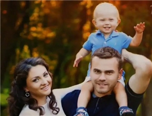 Игорь Акинфеев с женой и сыном