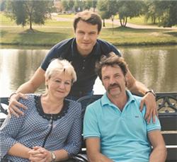 Евгений Пронин с родителями фото