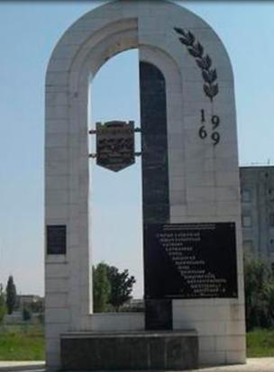 Памятник затопленным селам в Адыгейске фото